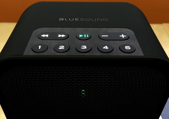 Exemple sur une enceinte sans fil WiFi Bluesound PULSE FLEX