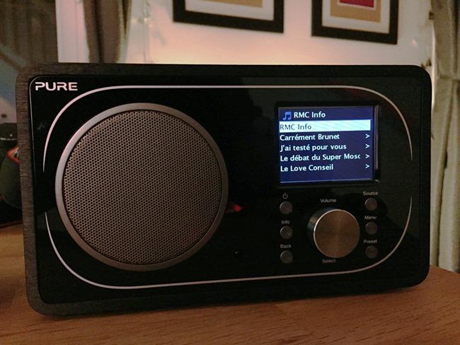 Un poste de radio à la finition soignée