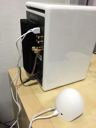 L'OKTO AirPlay branché sur l'entrée audio d'une mini-chaine HiFi