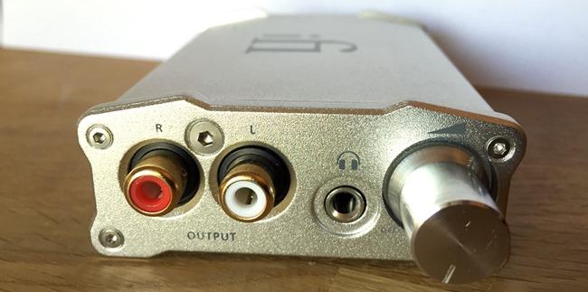 Les connectiques de sortie audio du DAC