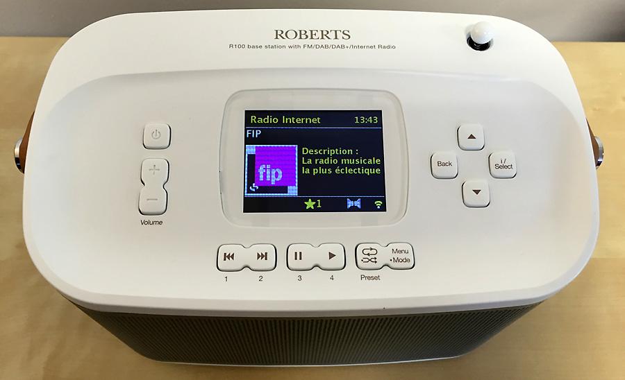 L'écran et les boutons de contrôle du poste de radio numérique et Internet, Roberts R-Line R100