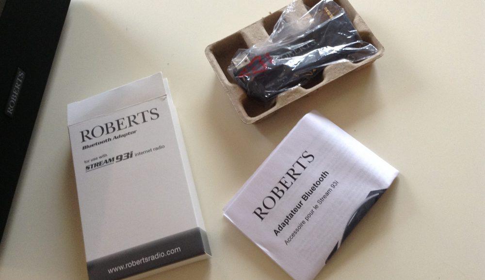 Ouverture de la boite contenant le récepteur Bluetooth du poste de radio Roberts 93i