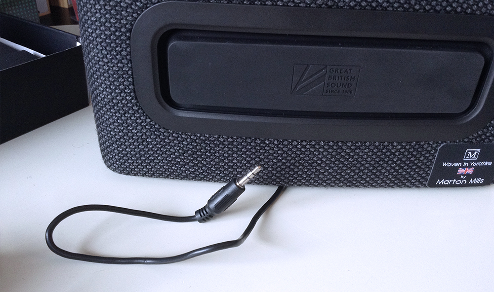 Cambridge Audio YOYO (S) detail de l'arriere de l'enceinte bluetooth nomade sur batterie