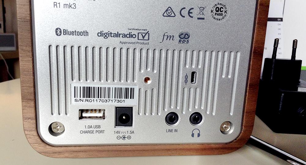 Connectiques du poste de radio FM/DAB Bluetooth Ruark Audio R1