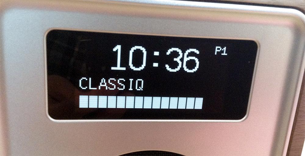 Détail de l'écran du poste de radio portable Ruark Audio R1