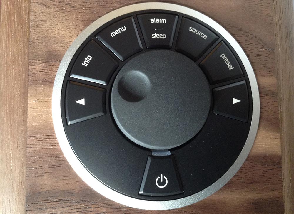 Boutons de contrôle du poste de radio compact et portable Ruark Audio R1