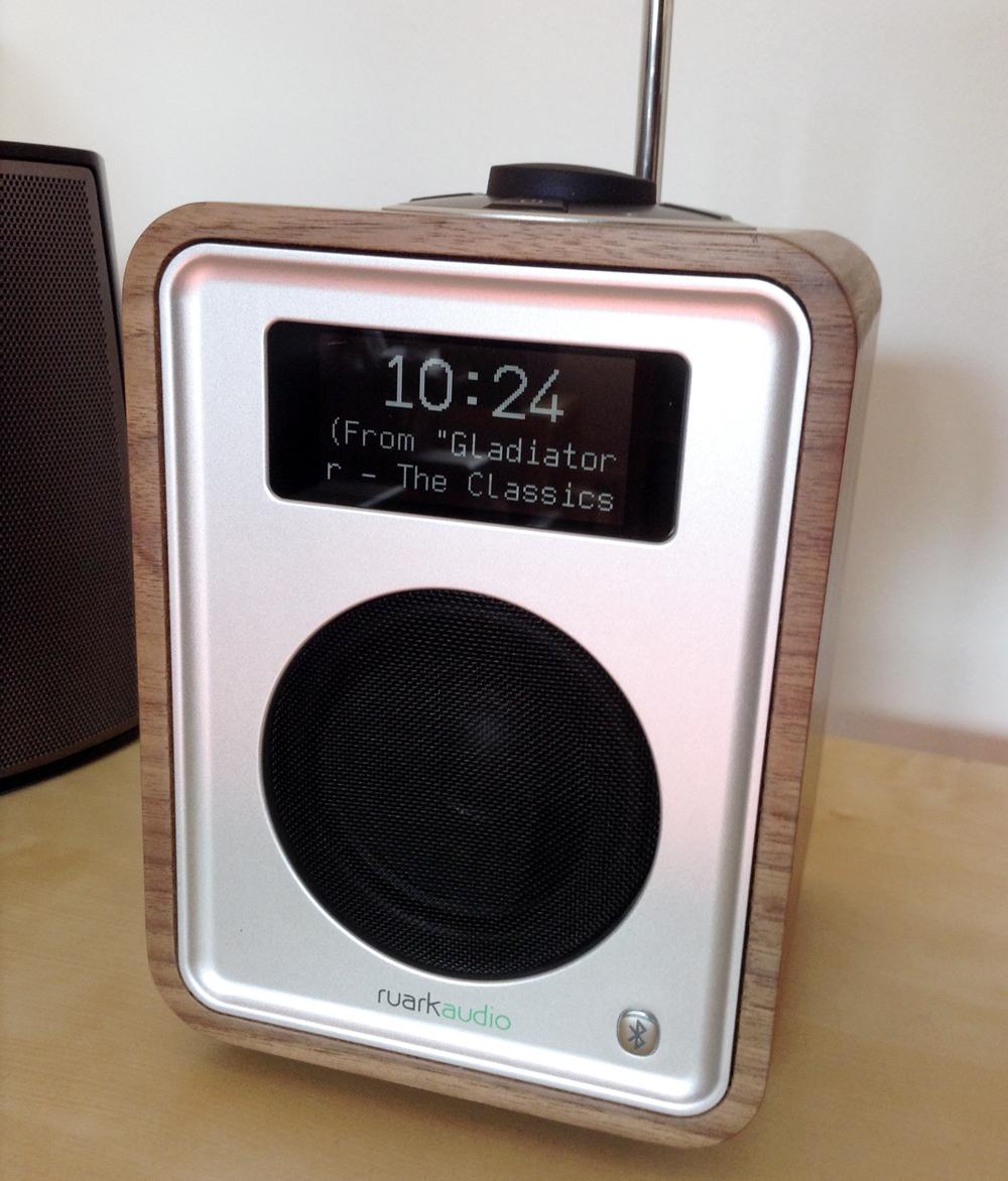 Poste de radio compact et portable Ruark Audio R1 FM DAB DAB+ et Bluetooth