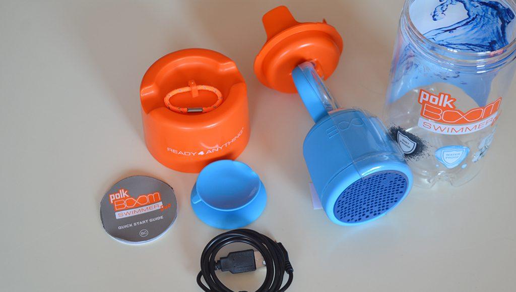 Unboxing/Découverte de l'enceinte Bluetooth étanche Polk Boom Swimmer - Vue sur l'alimentation USB