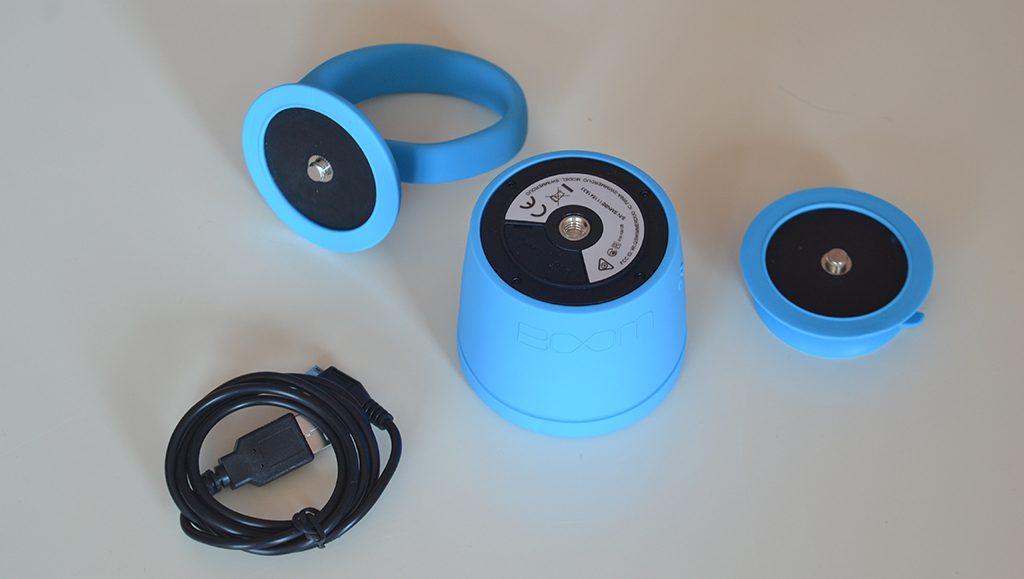 Unboxing/Découverte de l'enceinte Bluetooth étanche Polk Boom Swimmer vue des différents accessoires : ventouse, queue, alimentation USB