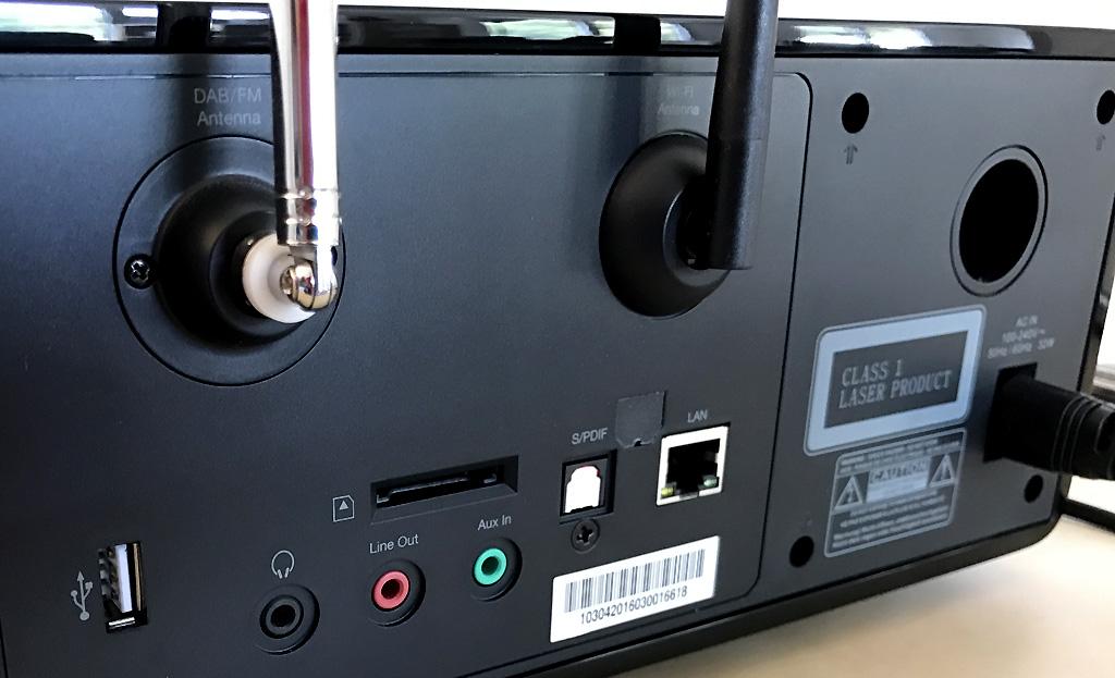 Vue en détails des prises audio de la mini-chaine HiFi compacte et monobloc Roberts stream65i