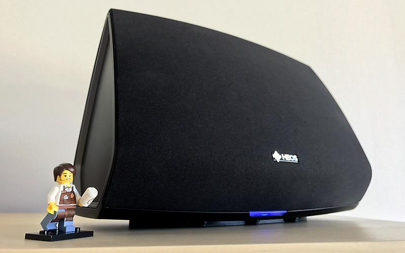 Une enceinte complémentaire pour le son de la TV, via le réseau WiFi et la barre de son HEOS