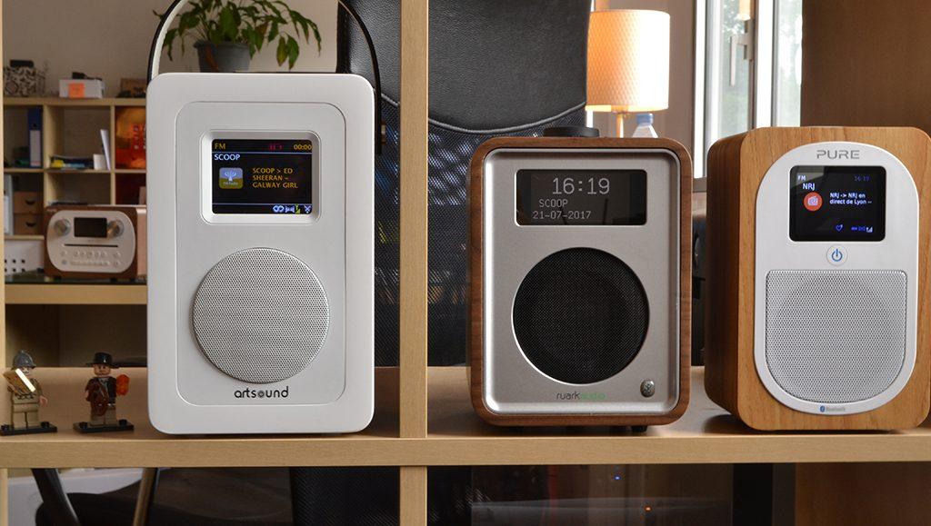 L'ArtSound R4 peu plus grande et fine que ses congénères, les Ruark Audio R1 et Pure Evoke H3