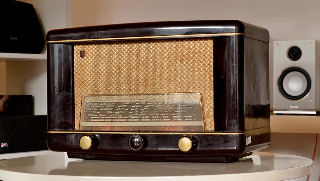poste radio vintage avec bluetooth chromecast et ampli. Black Bedroom Furniture Sets. Home Design Ideas