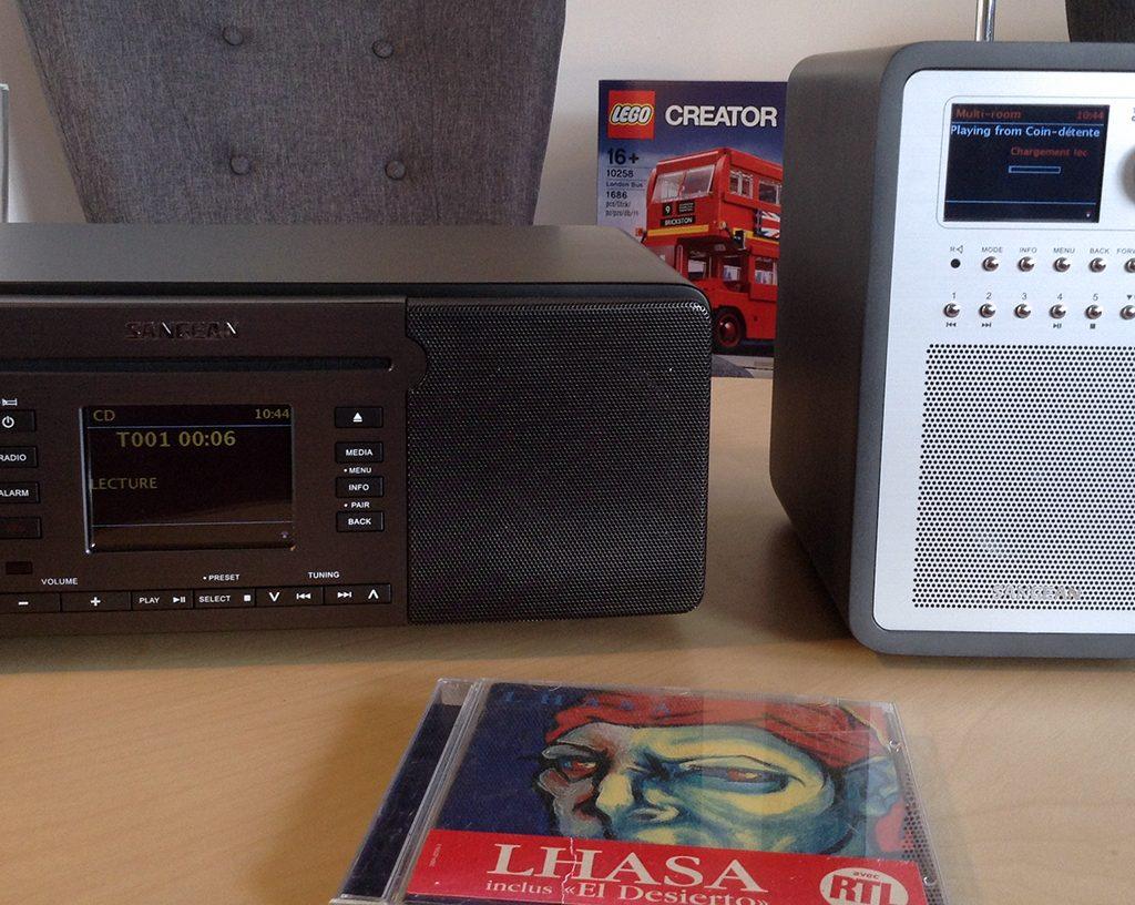 Les appareils Sangean Revery R5 et R6 sont groupés et lisent tous deux et en même temps mon album :)