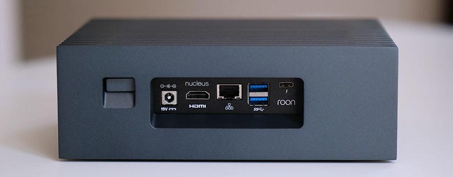 Roon Nucleus : les connectiques arrières avec les sorties audio numérique USB et analogiques