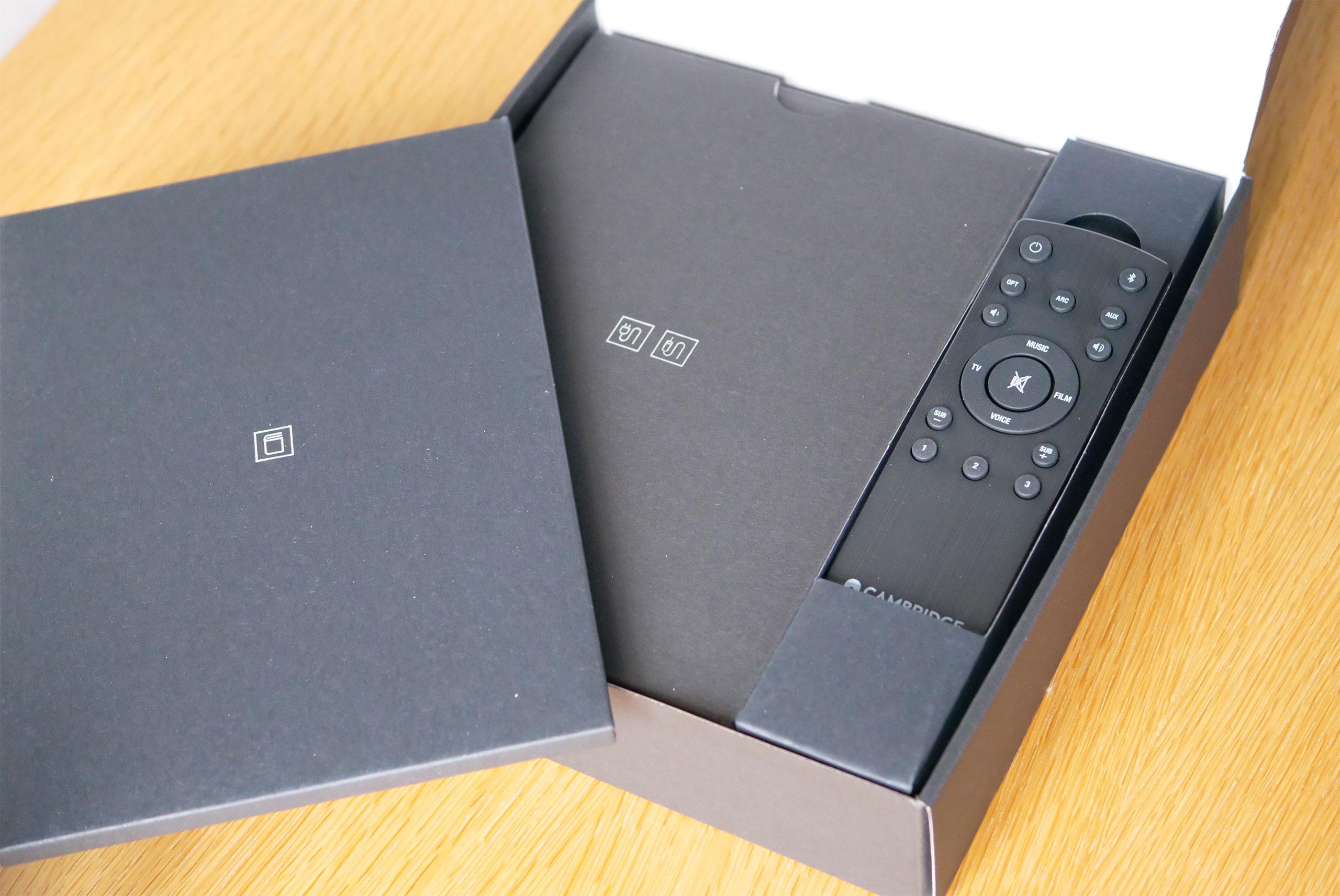 La télécommande offre un accès direct à toutes les fonctions possibles de l'enceinte.