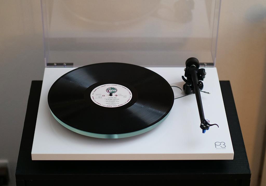 Test Rega Planar 3 : une platine vinyle audiophile pour profiter de ses disques dans d'excellentes conditions