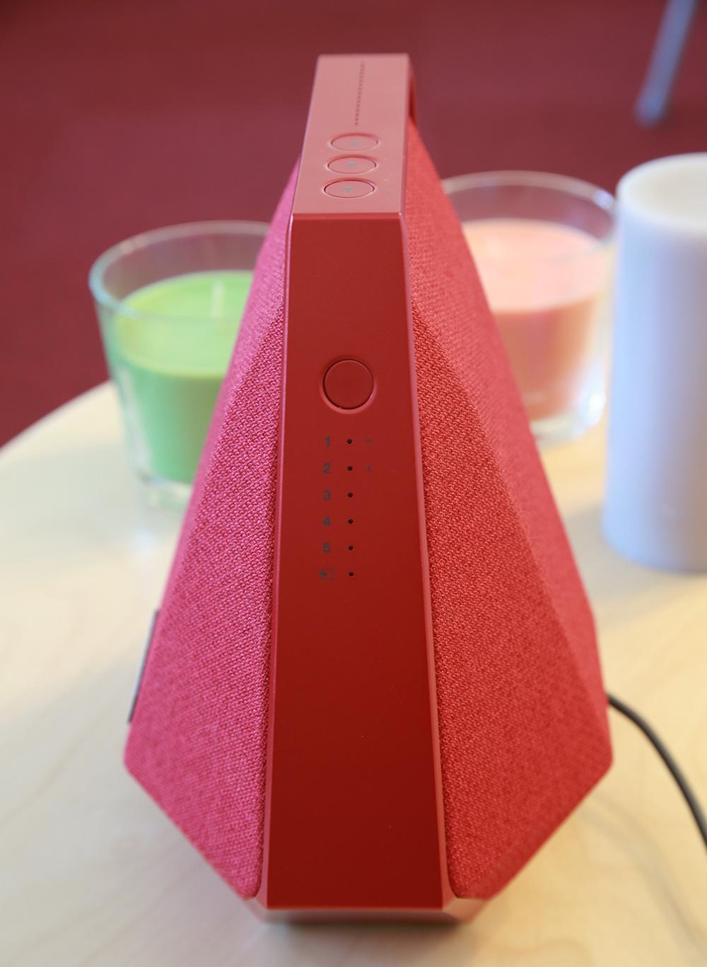 Dynaudio MUSIC 1 : boutons de favoris et du choix des sources audio