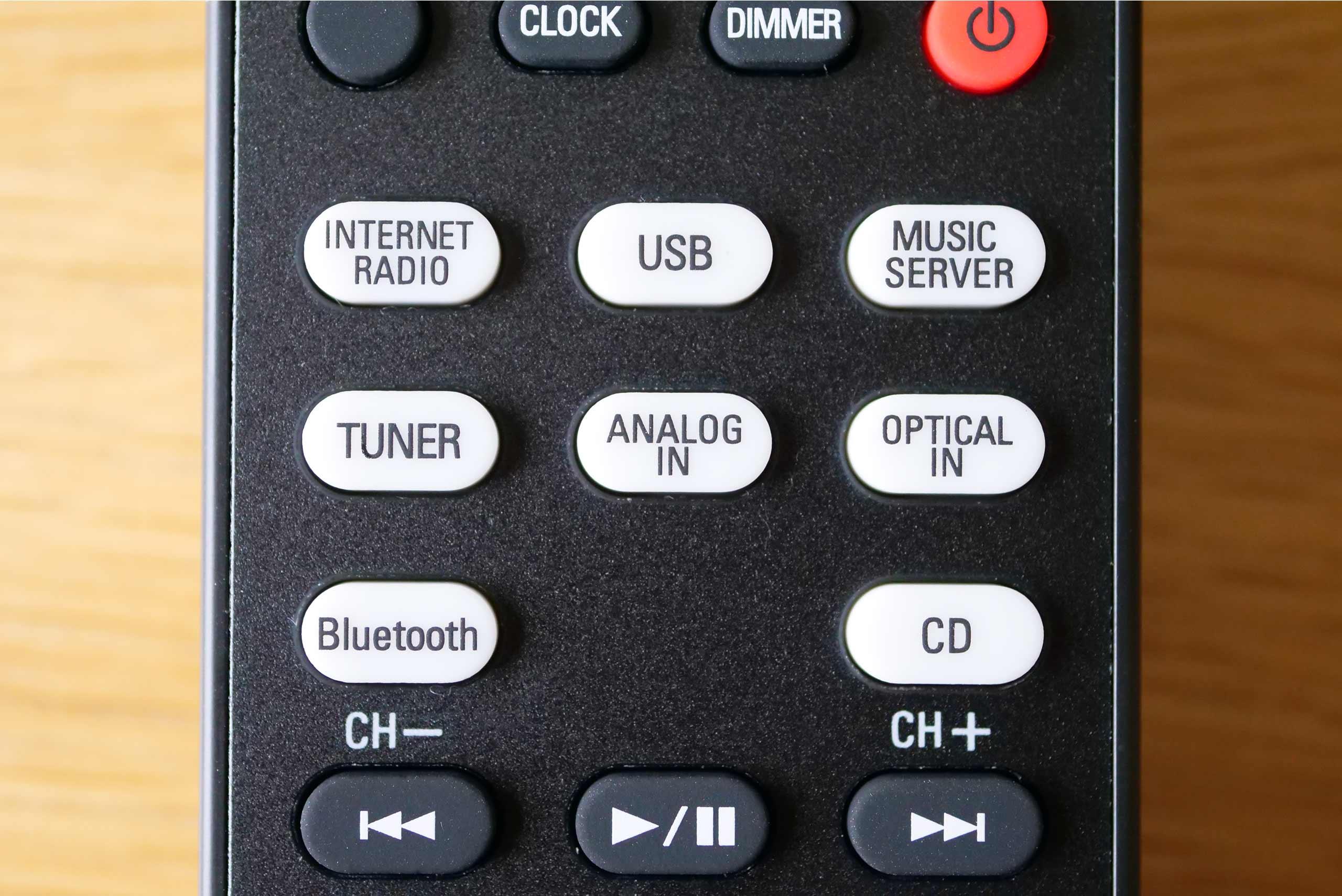 Les multiples sources bénéficient de touches d'accès direct sur la télécommande infrarouge du N10.