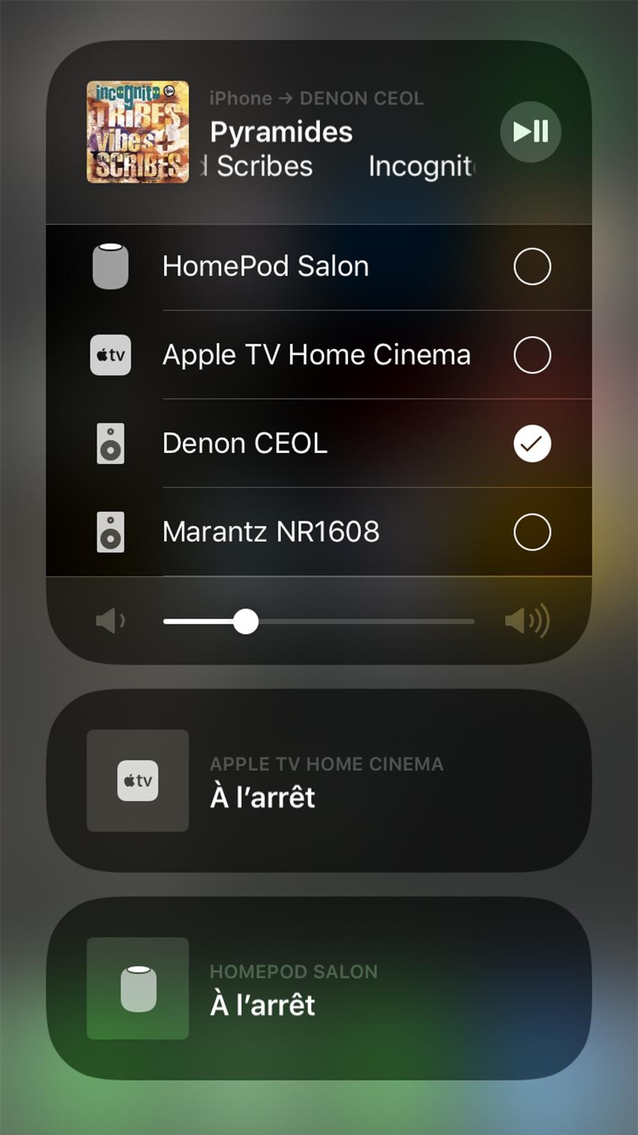 Sur iPhone, le menu AirPlay 2 liste les appareils compatibles, dont le Ceol N10. Il est possible de grouper le N10 avec d'autres appareils AirPlay 2, même s'ils proviennent de fabricants différents.