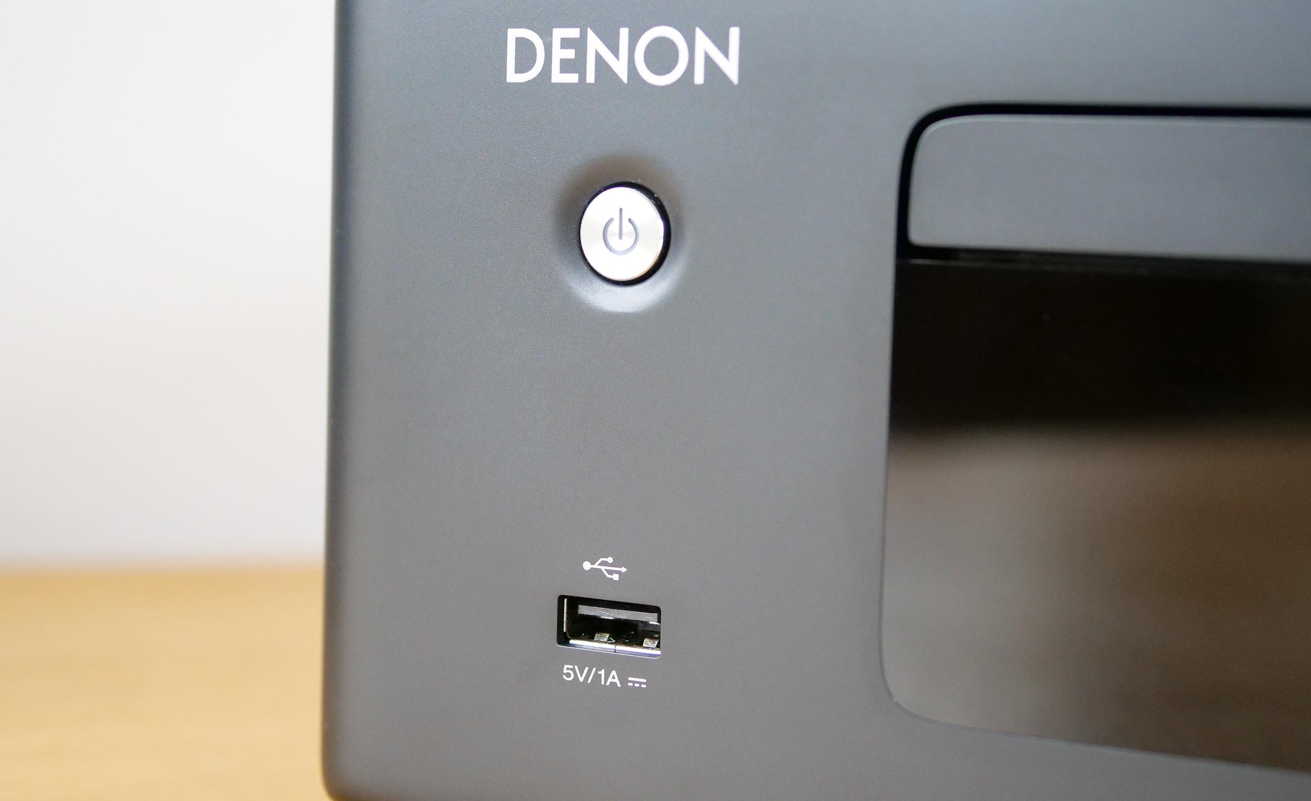 Le port USB placé en façade accepte clé USB et disque dur remplis de fichiers audio, même en haute résolution.