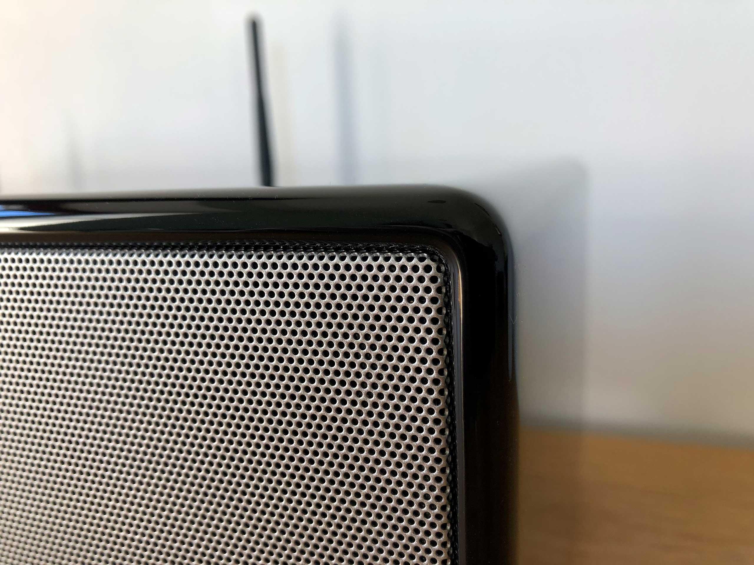 Finition laquée et grille des haut-parleurs de la chaine HiFi connectée Sonoro PRESTIGE