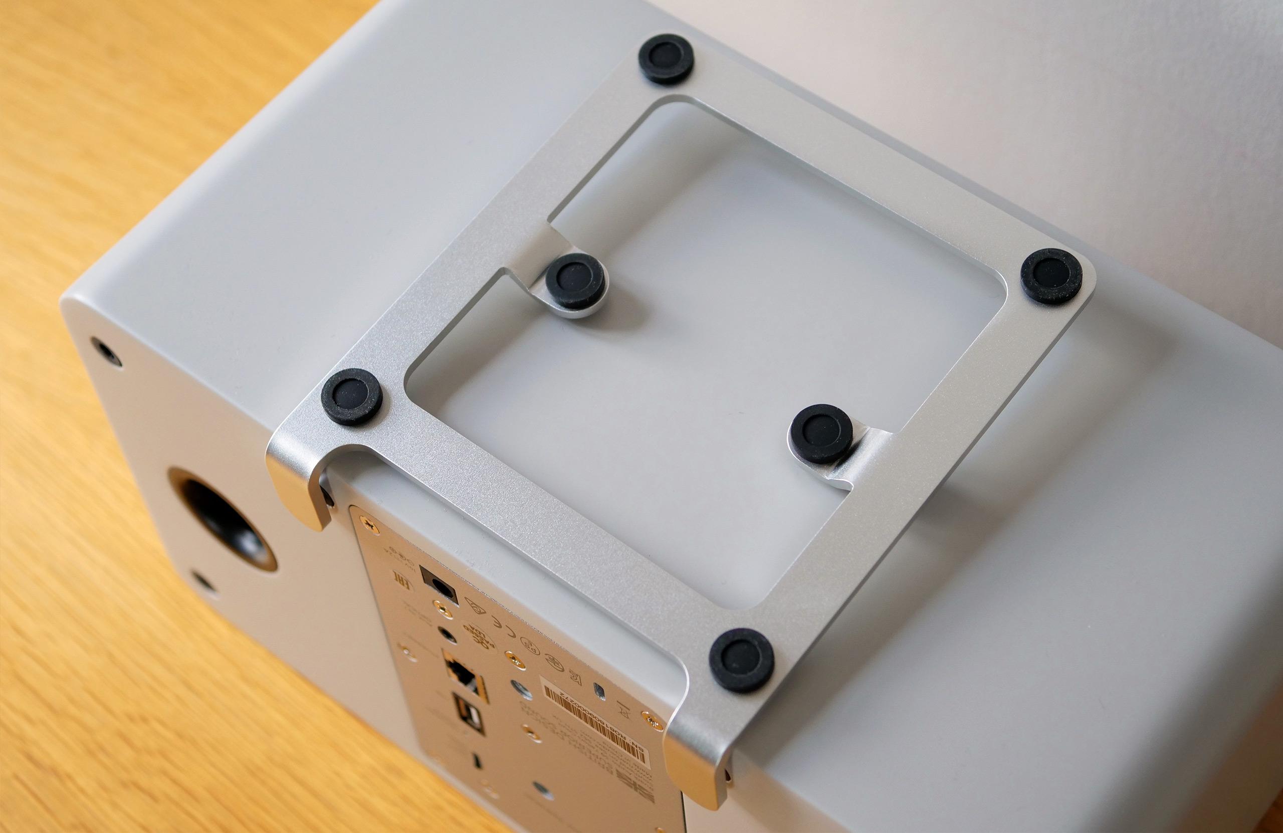 Le support de la MRx est équipé de plots en caoutchouc anti vibrations.