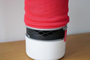 La «chaussette» en tissus de retire après avoir ouvert la fermeture éclair.