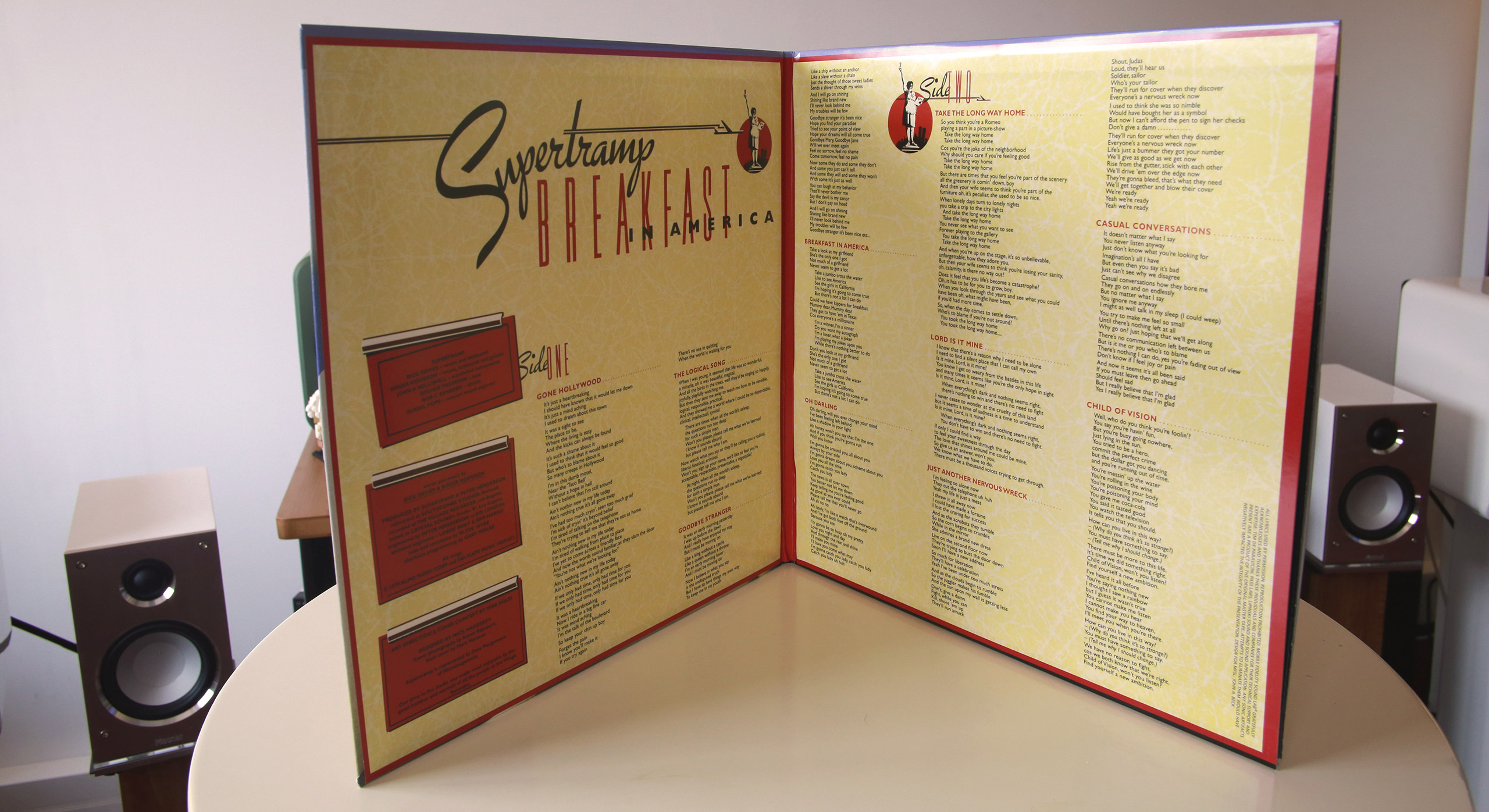 Intérieur de la pochette collector Supertramp Breakfast in America avec les paroles de chaque titre