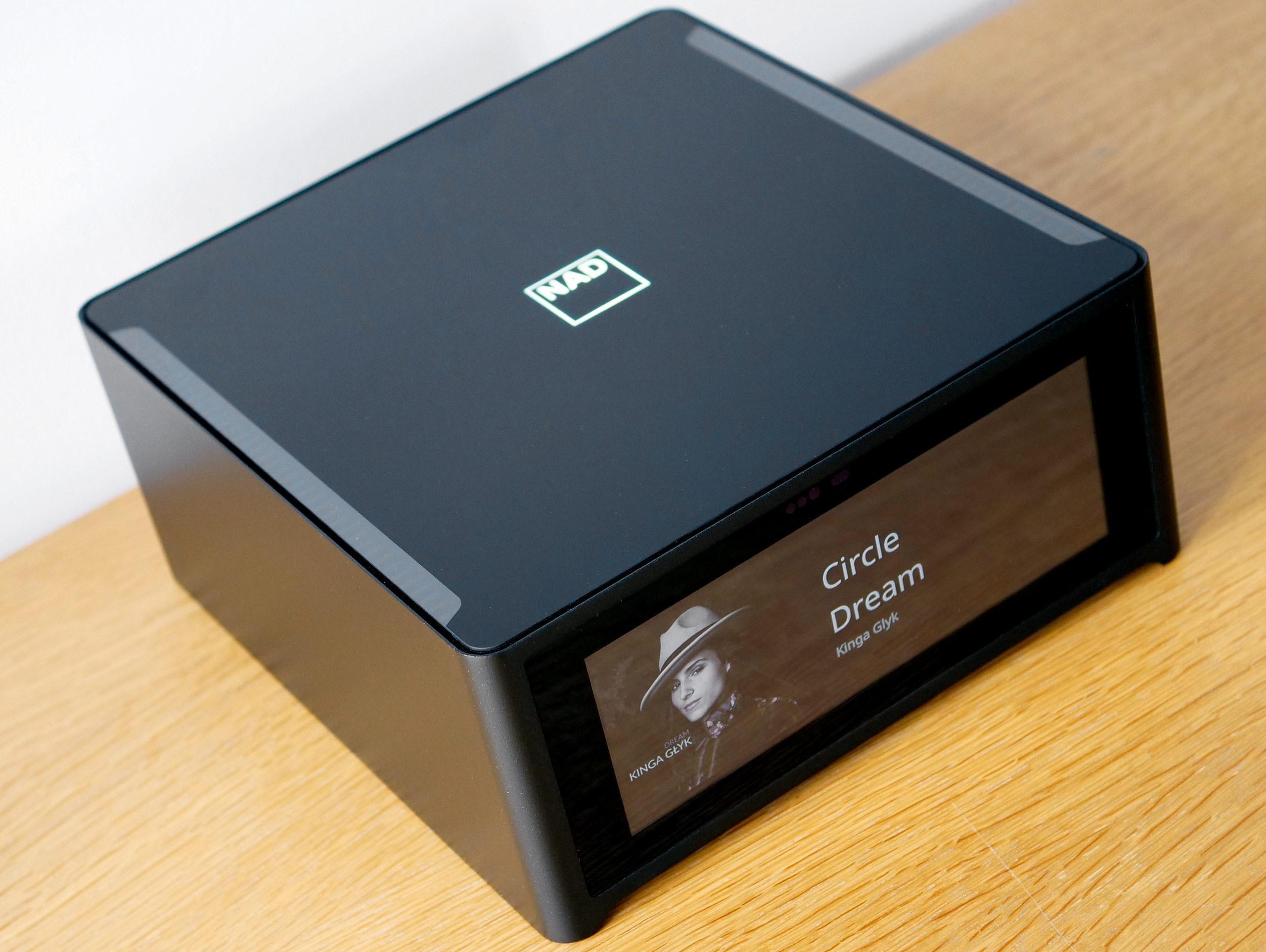 L'ampli NAD M10 un concentré de HiFi et de musique numérique dans un format très compact : puissance 2 x 100 Watts et lecteur réseau BluOS