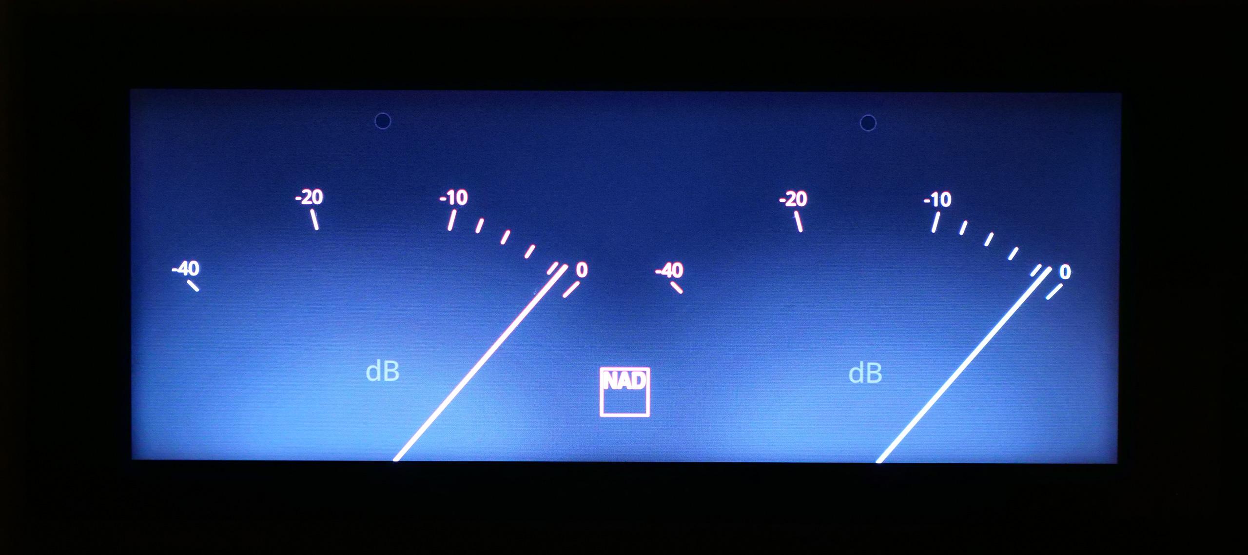 Cet affichage à l'ancienne avec des vu-mètres apparaît avec les sources externes (analogiques, numérique, HDMI).