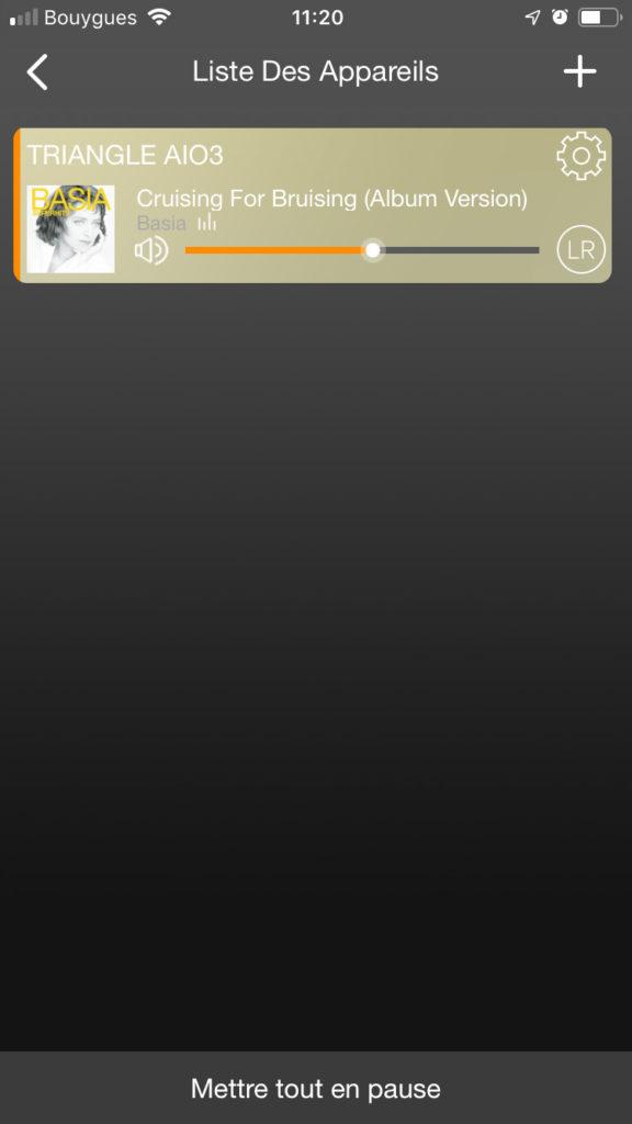 L'écran général de l'application Triangle liste les appareils trouvés sur mon réseau. Je vois ici d'un coup d'œil le titre en cours de lecture.
