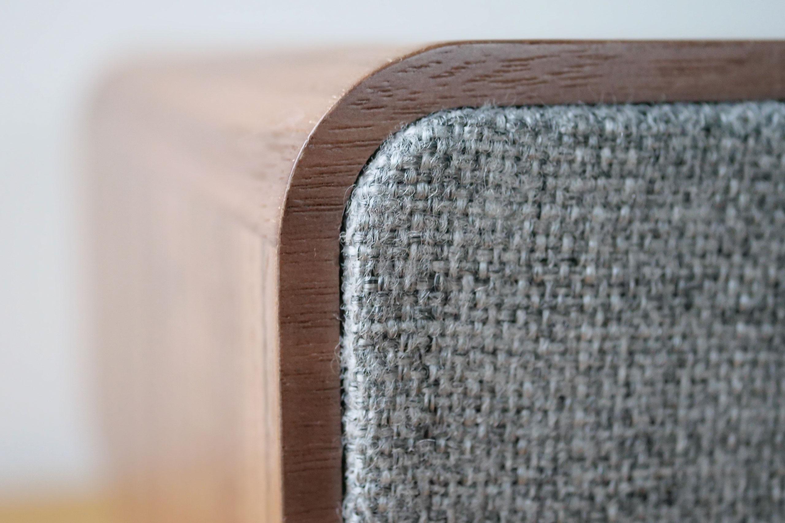 La touche anglaise Ruark Audio avec un placage bois et un revêtement en tissu