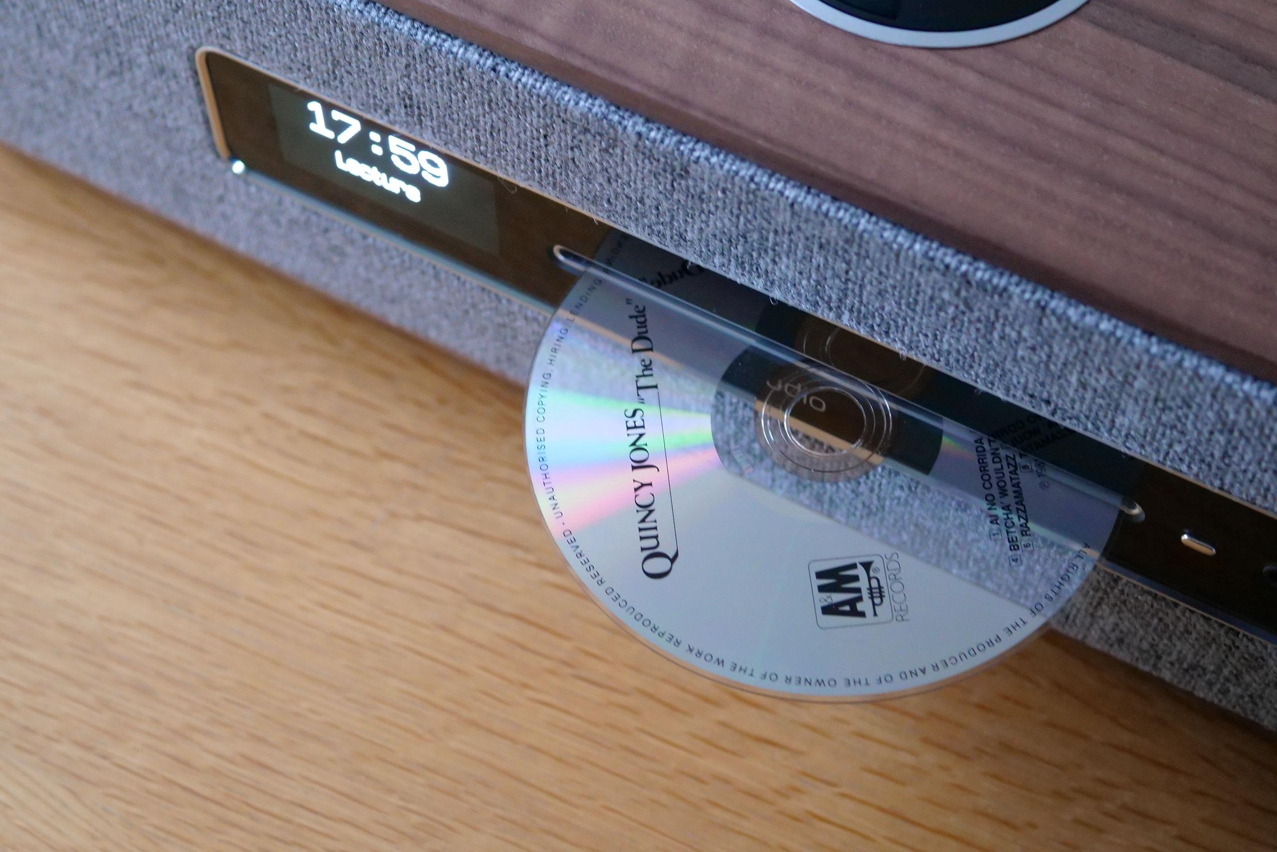 Il suffit d'insérer un CD dans la R5 pour qu'elle démarre aussitôt.