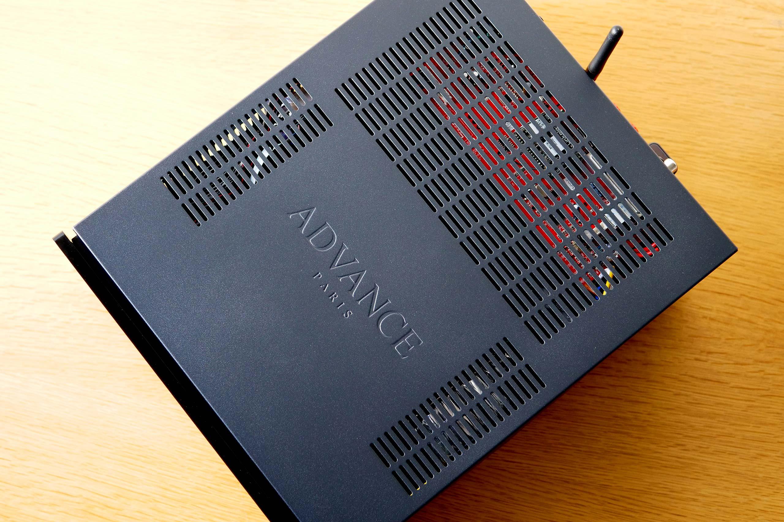 L'amplificateur connecté MyConnect 50 est plus profond que large. Sa profondeur de 38,5 cm est équivalente à celle d'un appareil HiFi traditionnel.