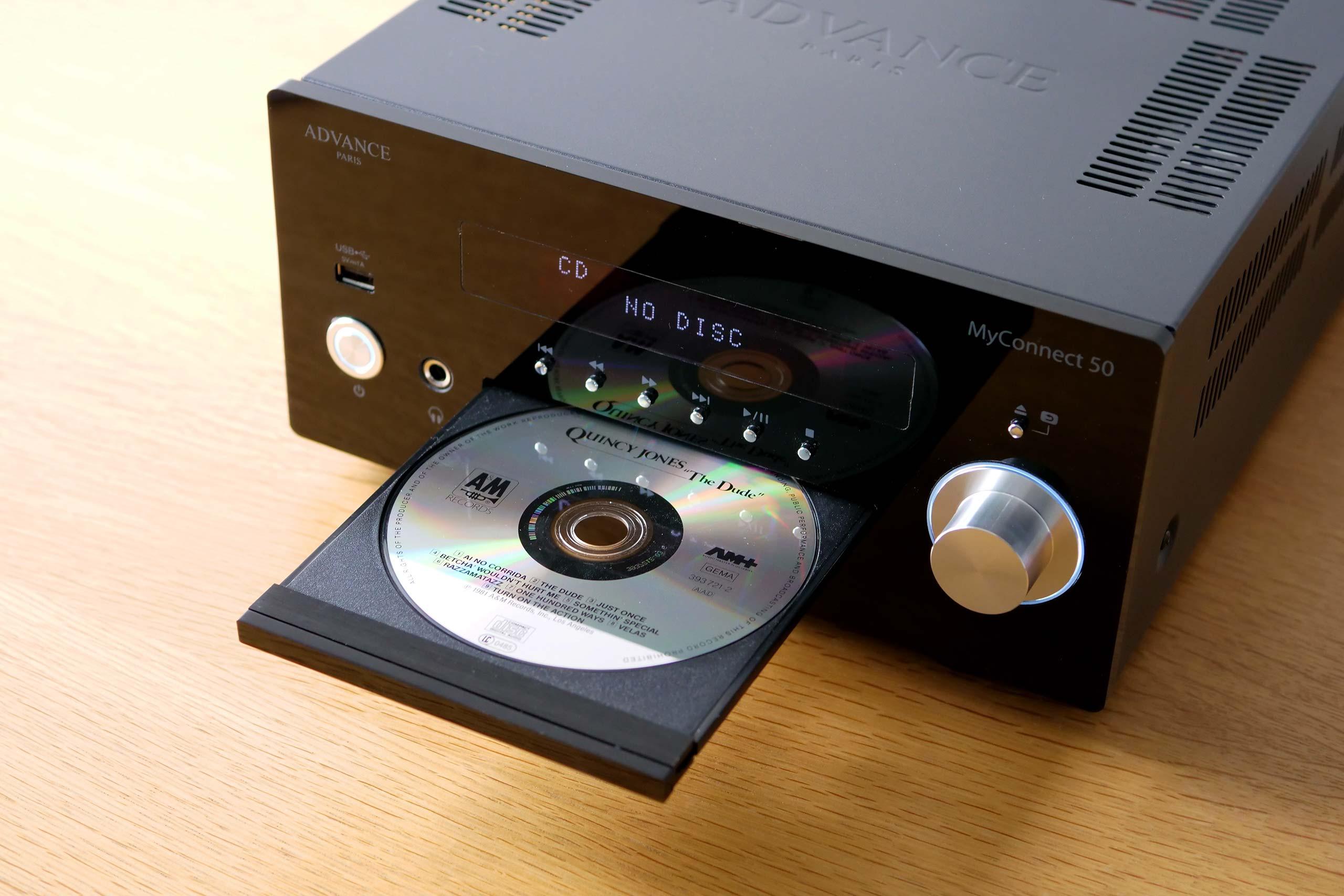 Les touches au-dessus du plateau du lecteur CD sont dédiées à son fonctionnement.