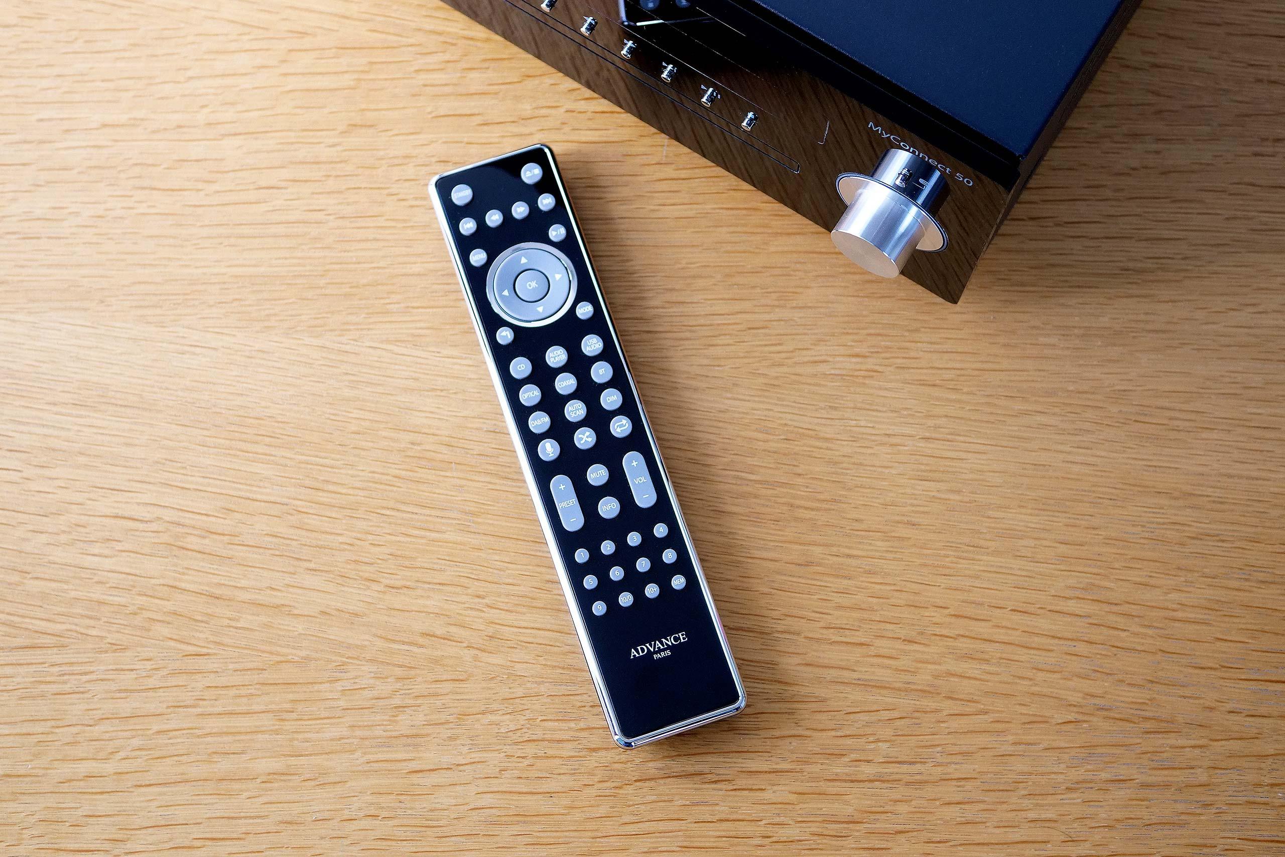 La télécommande du MyConnect 50 est assez imposante. Mais elle a le mérite d'offrir un accès direct à toutes les fonctions de l'amplificateur.