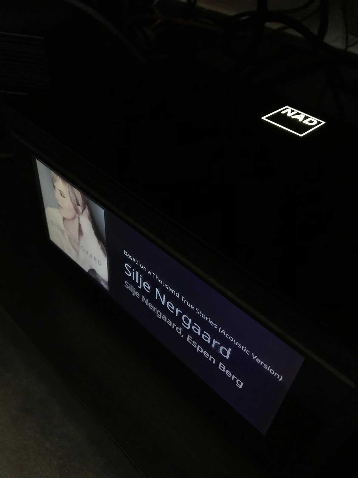 L'ampli NAD M10 en réception AirPlay 2 pour le couplage avec l'enceinte Denon Home