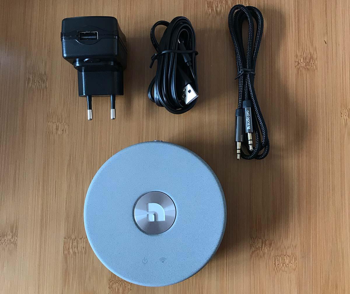 Les accessoires : bloc alimentation, câble USB et câble audio mini-jack