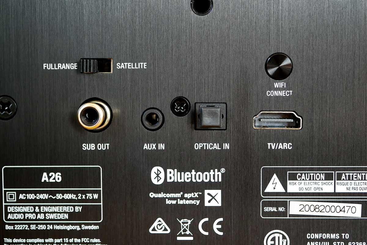 L'ensemble des connecteurs analogiques et numériques se trouve sur l'enceinte maître.