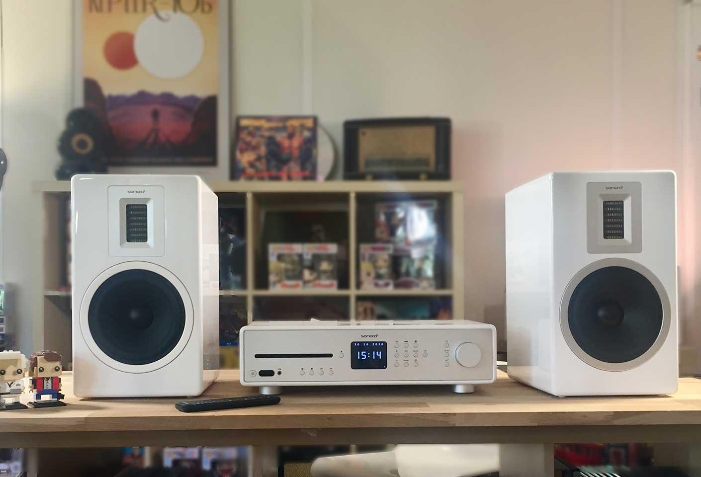 Chaine Hifi connectée WiFi, 2 X 170 Watts composée de l'ampli Sonoro Maestro et des enceintes Sonoro Orchestra Blanc.
