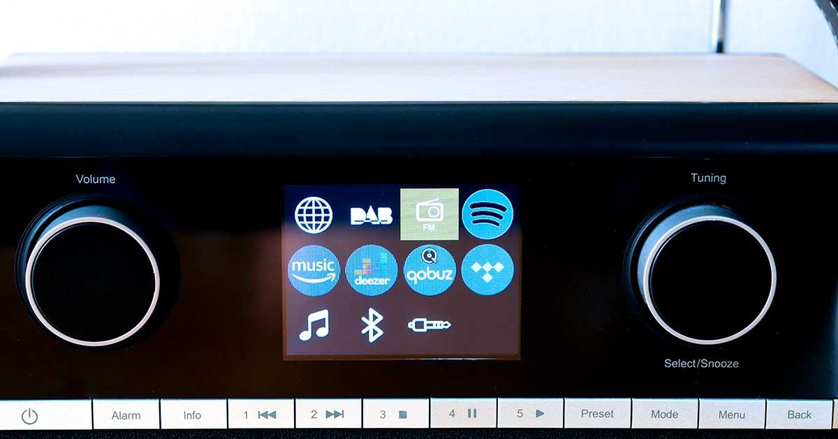 Une rangée de bouton sous l'écran donne accès à toutes les fonctions du poste.