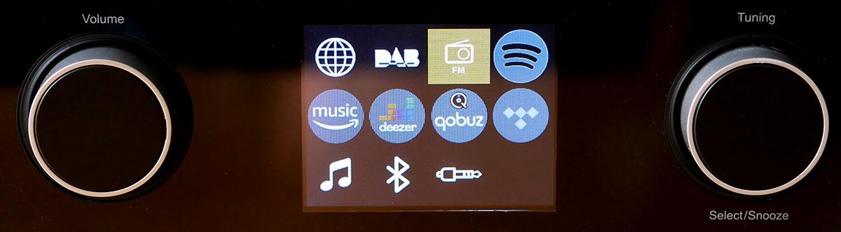 L'écran couleur présente les différentes sources audio sous formes d'icônes en couleur.