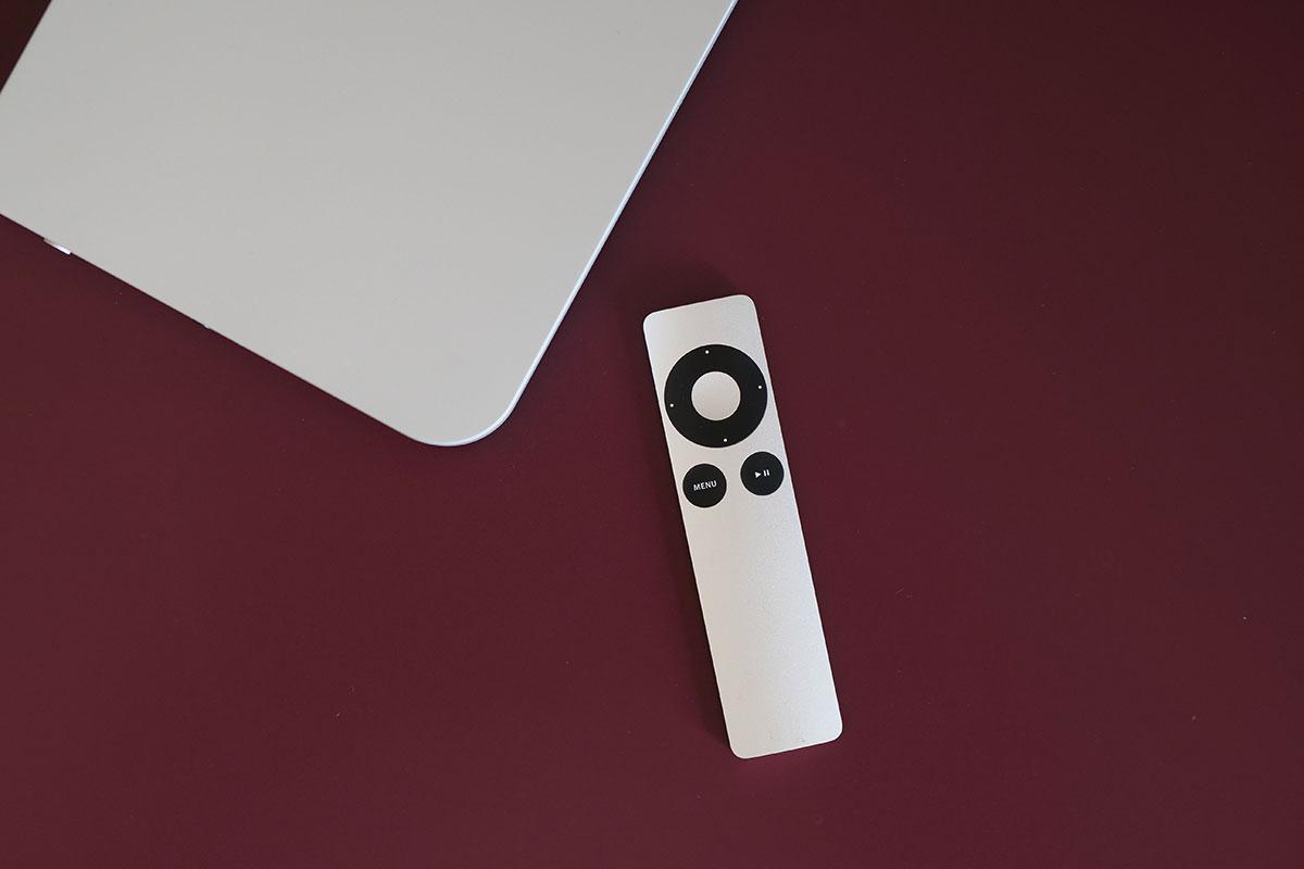 La télécommande d'origine Apple pilote les fonctions essentielles du WMiniHPA MK2.
