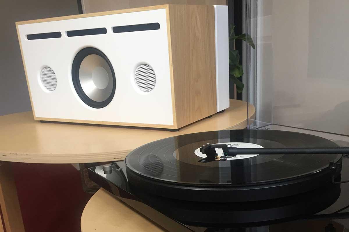 La boite concept PR/01 associé à une platine vinyle