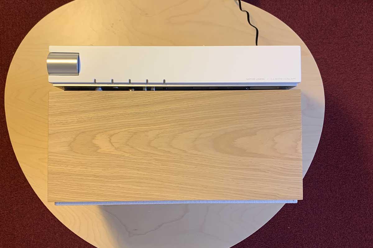 La boite concept avec lecteur reseau Audio Pro Link, il est placé sous le tiroir de l'enceinte