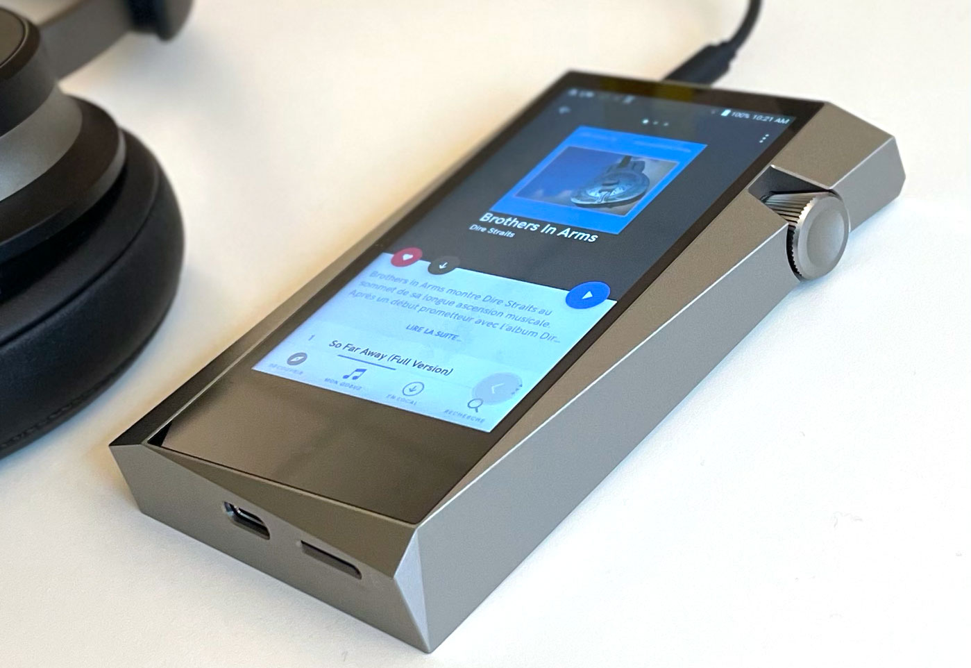 Les connecteurs USB-C et carte mémoire mSD du lecteur musical nomade HiFi Astell & Kern