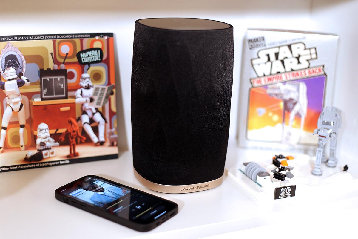 Bowers & Wilkins propose une petite enceinte compact pour l'écoute de la musique en AirPlay 2, WiFi et Bluetooth avec le Formation Flex