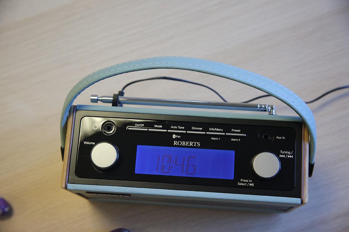 La radio Robert Rambler BT disposant d'un écran sur le dessus