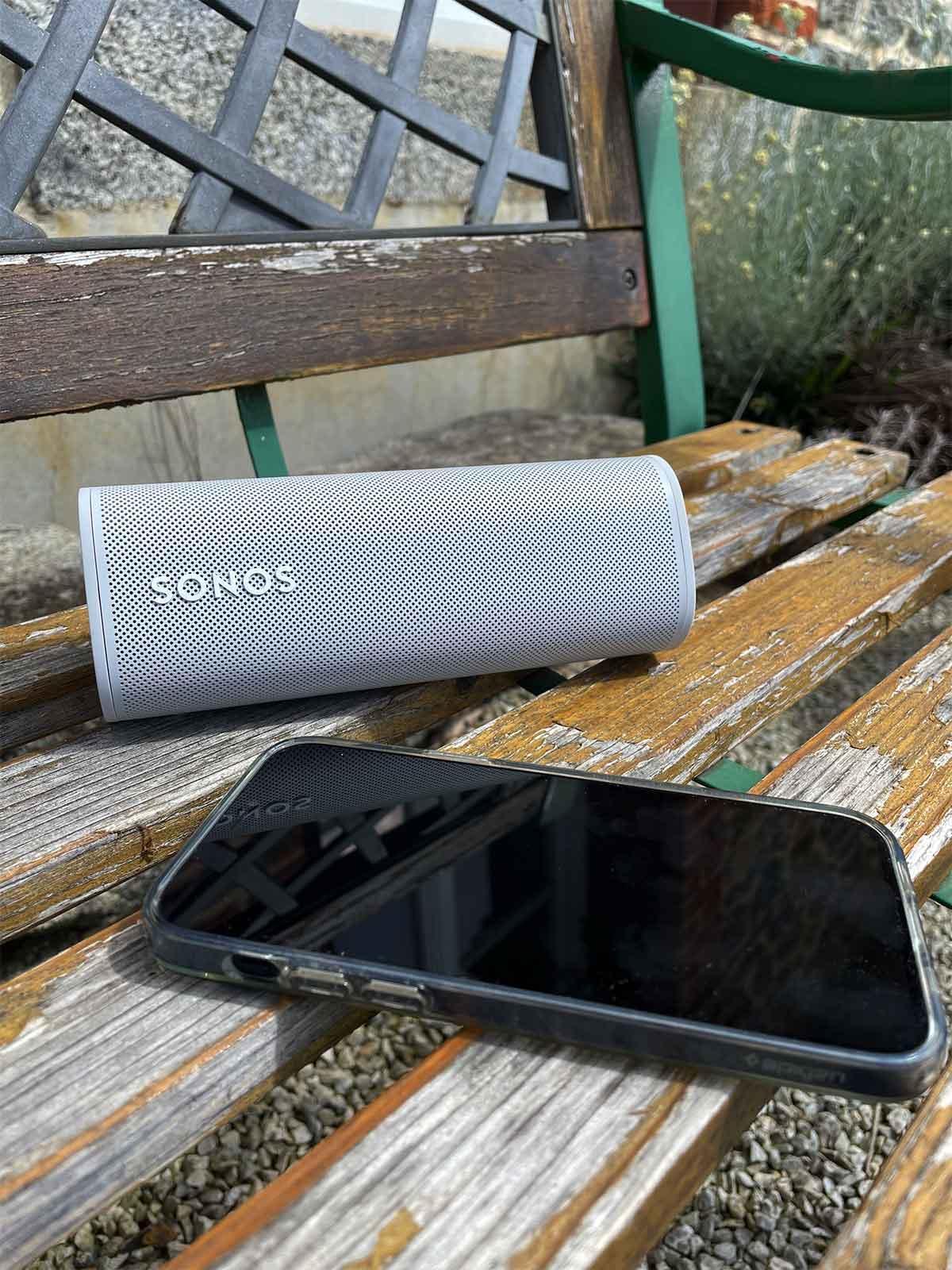 Roam, l'enceinte nomade et très compacte de la marque Sonos : bluetooth, WiFi et AirPlay 2